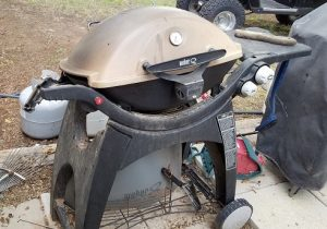 BBQ grill tilted off axis