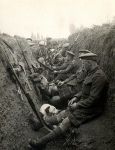Photo of a foxhole with Scottish soldiers from WWI
