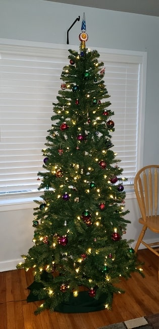 Decorated tree with white lights